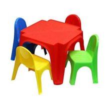 Gyerek asztal, 4 székkel